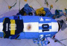 """Photo of El último adiós """"multitudinario"""" a Diego Maradona, el astro del fútbol argentino"""